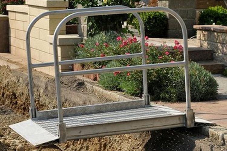 Kładka aluminiowa do mostkowania rowów